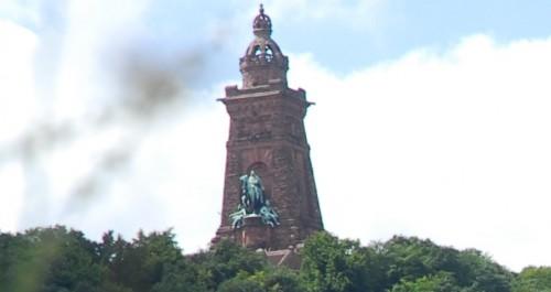 Blick auf den Naturpark Kyffhäuser und das Denkmal