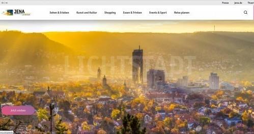 Screenshot der Webseite mit Blick über die Stadt und den Jentower