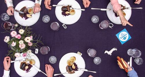 ein klassischer Mittagstisch mit Thüringer Porzellan und Thüringer Klößen