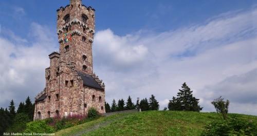 Altvaterturm- Aussichtsturm in der Landschaft