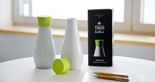 Porzellanflasche mit grünem Deckel