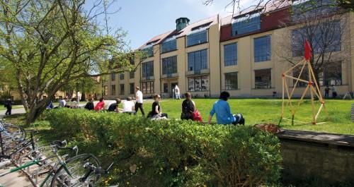 Frontalansicht der Bauhaus-Uni in Weimar