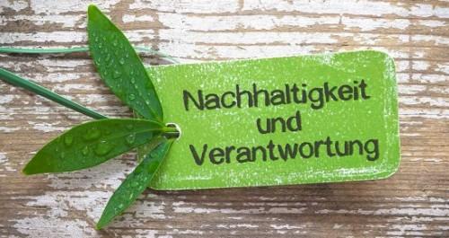 Nachhaltigkeit und Verantwortung auf einem grünen Schild