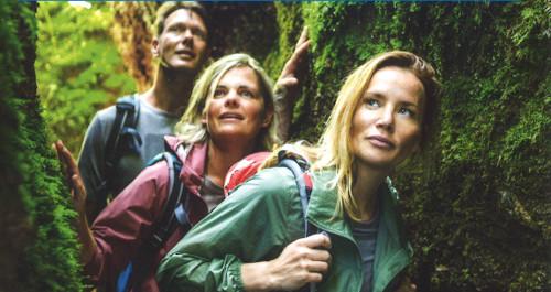 Junge Leute Wandern in der Drachenschlucht