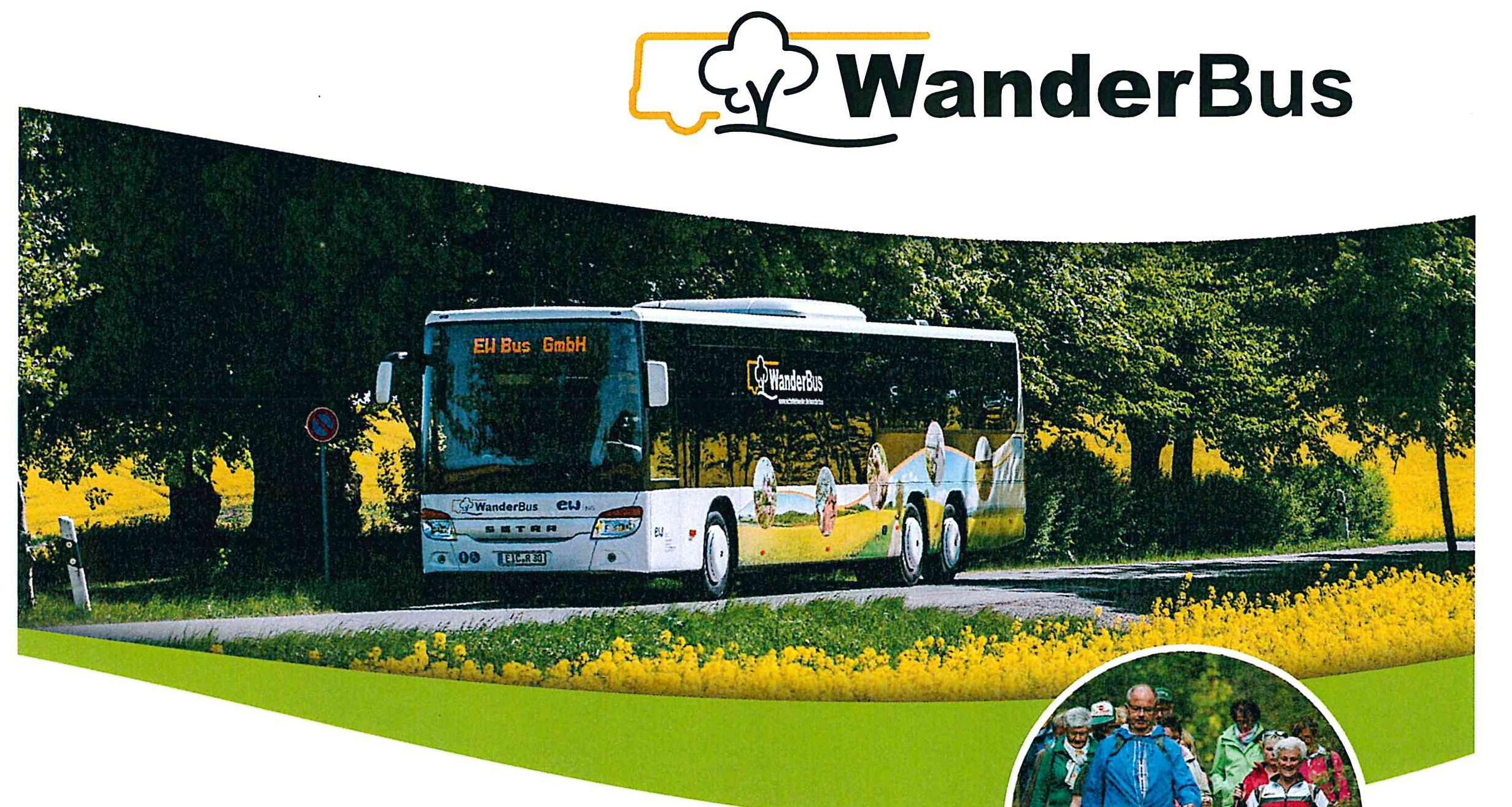 Bus fährt durch grüne Landschaft im Eichsfeld