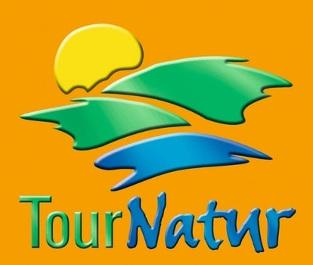 Schriftzug Tour Natur auf Orangem Hintergrund