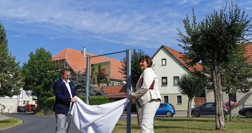 Enthüllung der Feininger Glastafel durch den Bürgermeister Mellingens - Herrn Eberhard Hildebrandt und durch die Landrätin Frau Christiane Schmidt-Rose