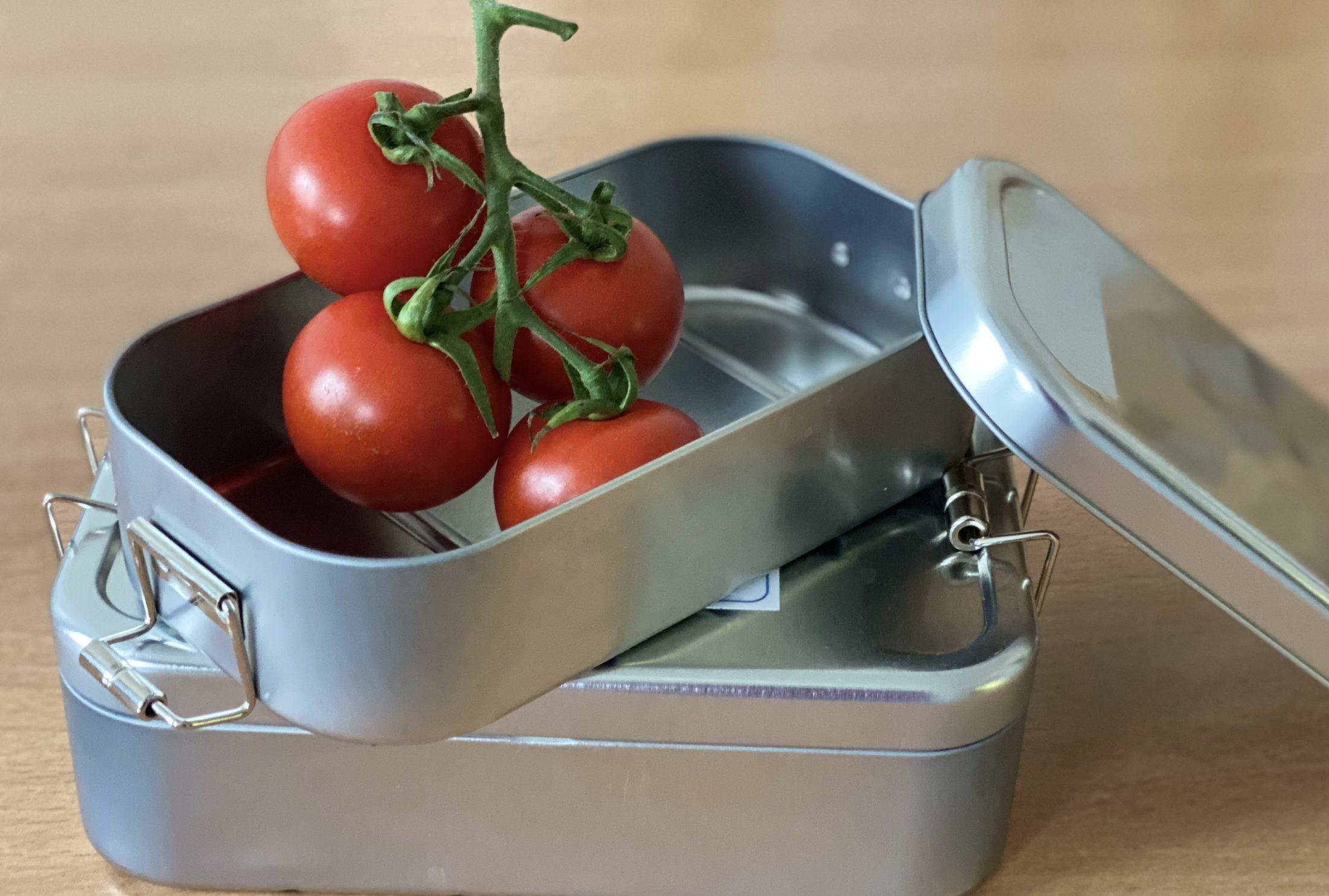 Mehrwegbehälter für Speisen mit Tomaten