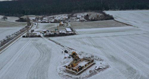 Heinersdorf im Dezember mit leichter Schneedecke
