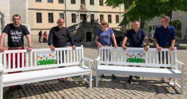 Acht Bänke werben für die BUGA-Standorte in Weimar